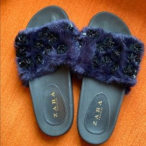 Zara navy fur slides - sz 7.5